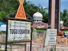 tugu-equator