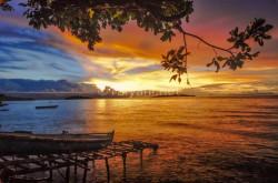 senja-di-pantai-pulau-tiga-ambon
