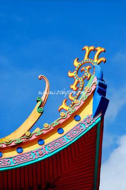 Ujung atap Wihara Cikung