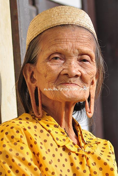 Nenek Kuping panjang