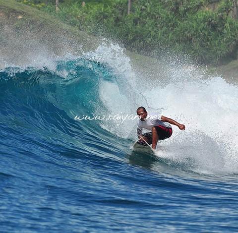 Surfing di Grupuk Lombok
