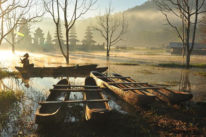 danau tamblingan sesaat mentari menampakkan wajahnya