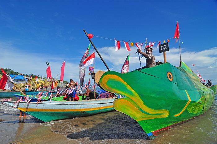 parade perahu hias festival rajaampat