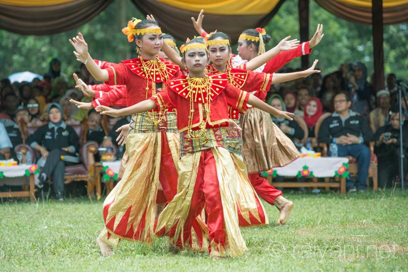 Tarian Panen memeriahkan acara pembukaan Festival Panen