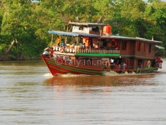 kapal-wisata-sungai-kahayan-palangkaraya-raiyani-6534-1-16-07-am