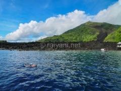 snorkling-menikmati-keindahan-bawah-laut-nan-memukau-di-depan-aliran-lava-keankearagaman-hayatinya-sangat-berkembang-pesat-bandaneira