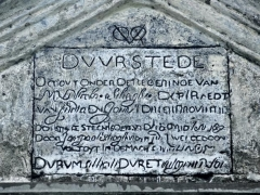 tulisan-latin-di-atas-gerbang-benteng-duurstede-pulau-saparua