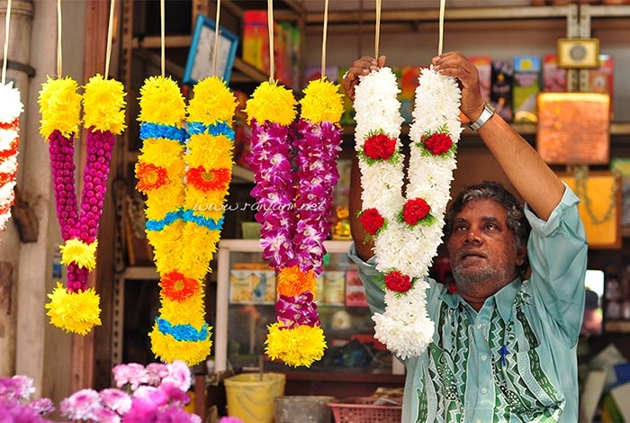 sudut-little-india-menjual-aneka-bunga-untuk-upacara-sembahyang-umat-hindu