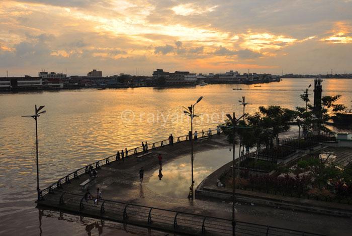 Kota Hantu Alun-alun sungai kapuas, pontianak - raiyani