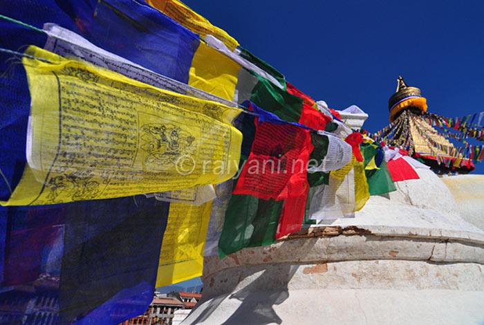 Bendera doa di Boudanath