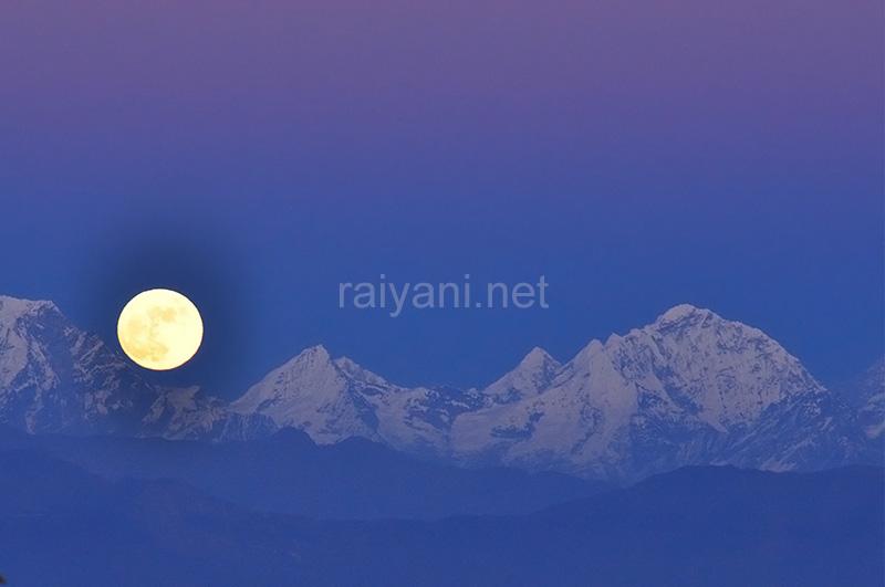 Everest moonrise