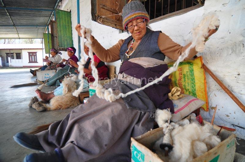 Pemintal benang asal tibet