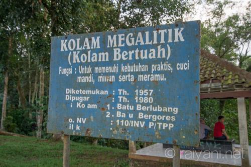 Plang pada Kolam Megalitik - raiyani