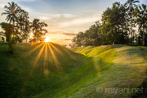Selamat petang dari benteng tanah Pugung Raharjo - raiyani