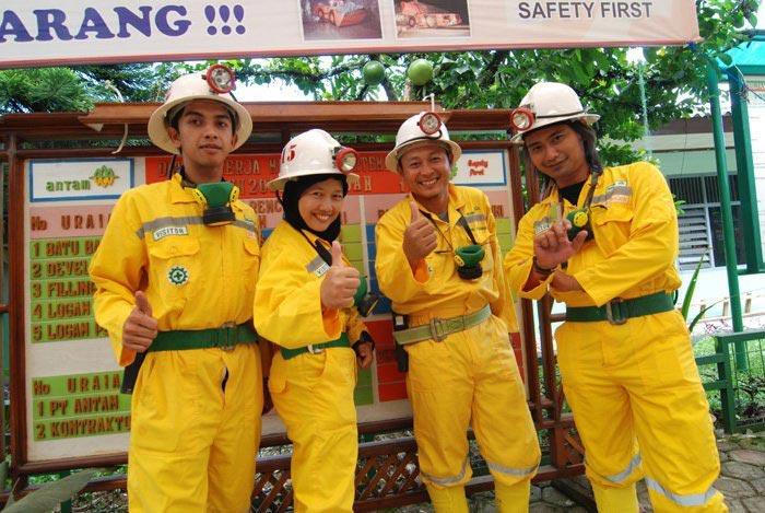 Seragam lengkap untuk masuk kawasan tambang (dok pribadi) - raiyani