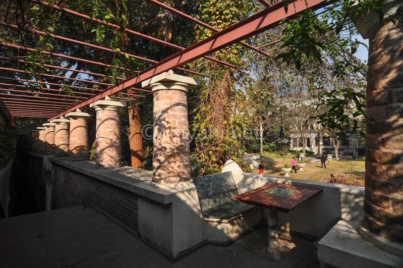 Taman asri Kaisar Mahal