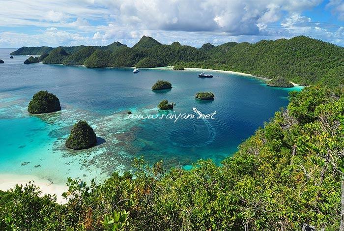 atol wayag raja ampat papua barat
