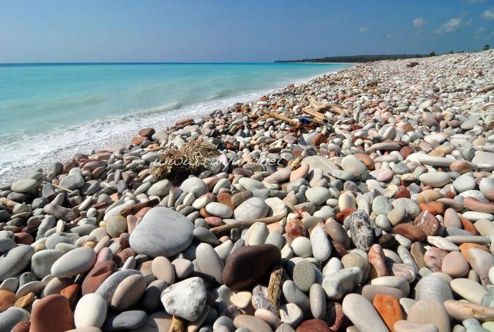 batuan di pantai kolbano NTT