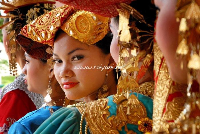 gadis-minang-west-sumatra