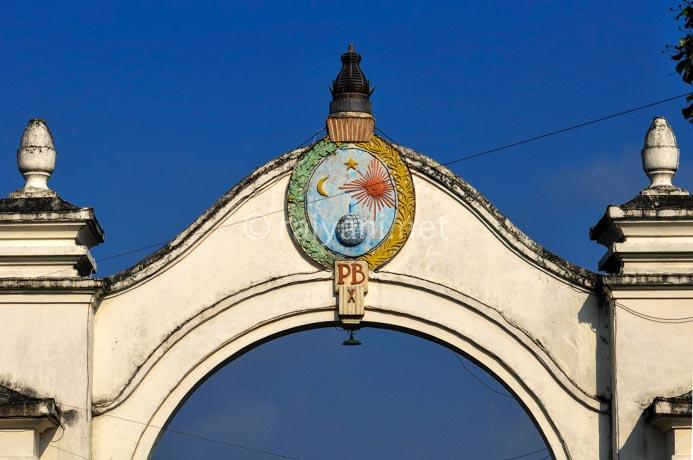 gerbang kraton central java