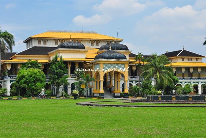 istana-maimun-north-sumatra