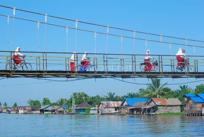 jembatan sungai martapura south kalimantan