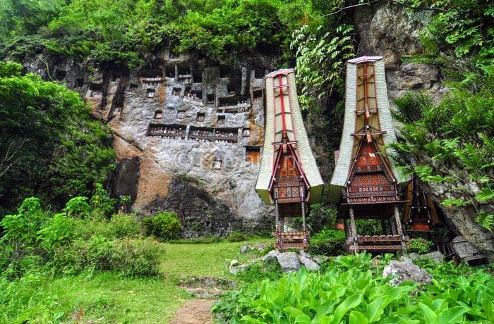 kuburan batu lemo south sulawesi