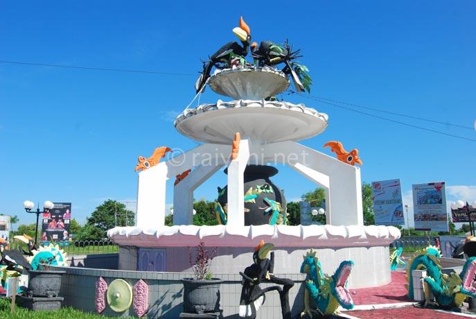 monumen di bundaran burung kereng palangkaraya central kalimantan