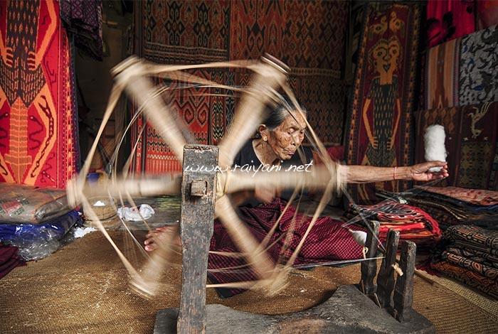 nenek panggau penenun sadang toarja south sulawesi