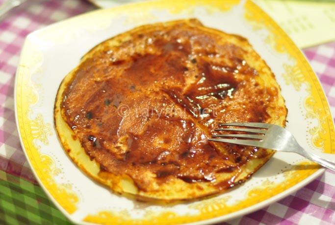 pancake dengan selai pala