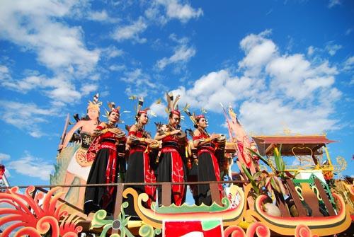 parade festival isen mulang central kalimantan