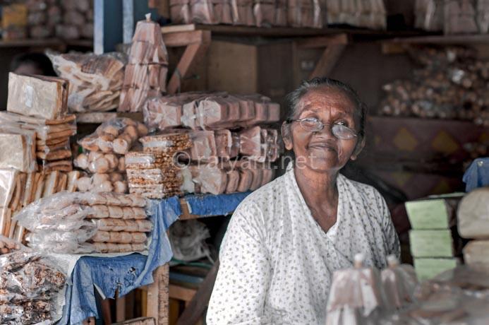 penjual makanan khas ambon sagu halua dll ambon