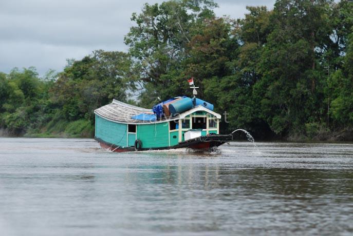 perahu kayu kapuas west kalimantan