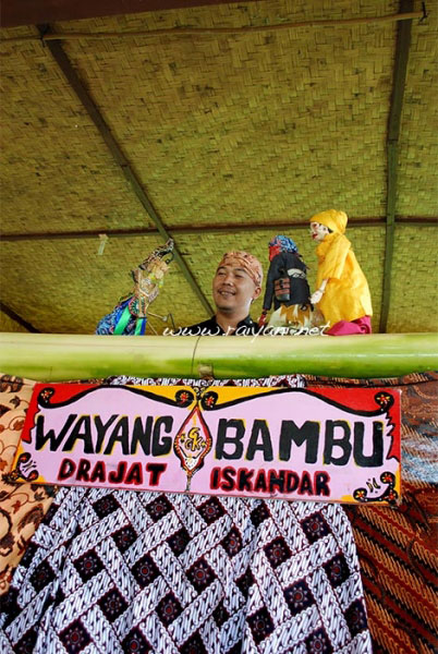 pertunjukan wayang bambu west java