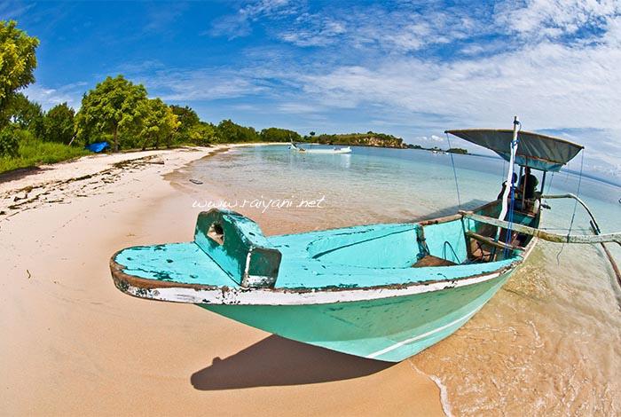 pink beach dan perahu NTB