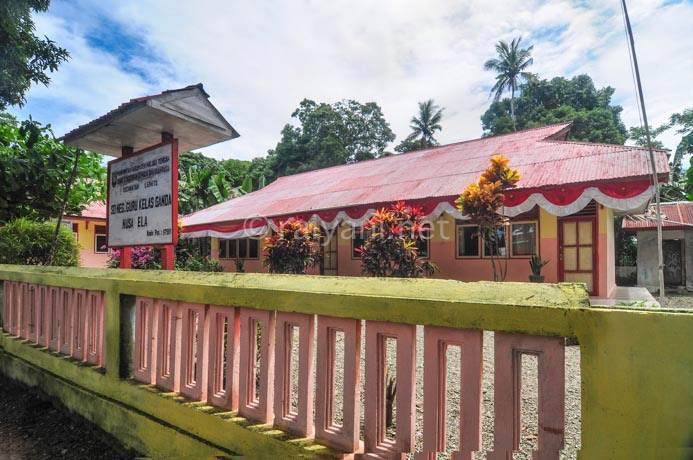 sekolah dasar di pulau tiga ambon