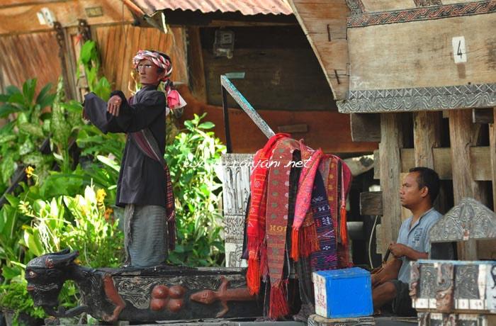 sigale-gale-tuktuk-north-sumatra