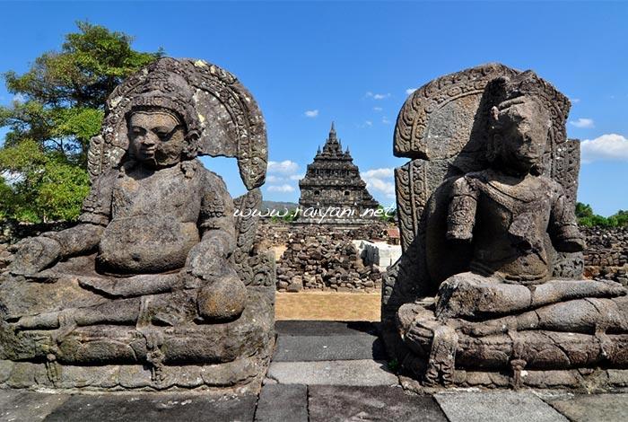 stupa di candi plaosan yogyakarta