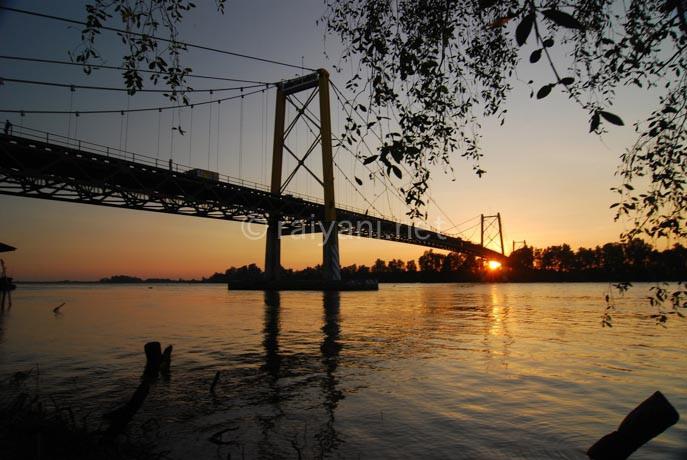 sungai barito dan jembatan barito south kalimantan