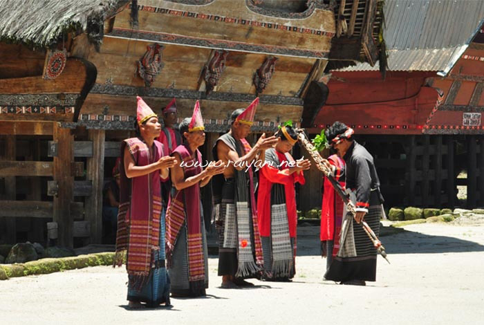 tor-tor-simanindo-tuk-tuk-north-sumatra