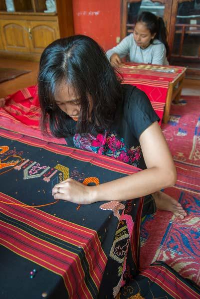 09 Pembuatan Tapis Lampung - raiyani 6616