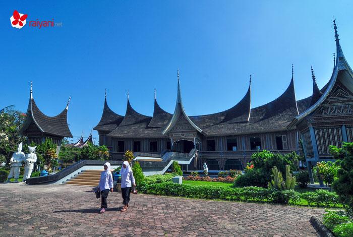 Padang Selayang Pandang - Museum Adityawarman Padang - raiyani